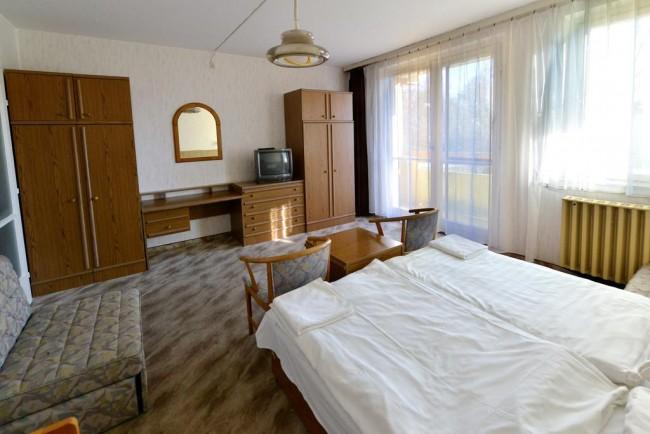 Fenyő Apartman, Zánka