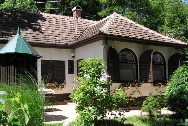 Gyümölcsöskert vendégház, úszómedencével, Nemeshetés