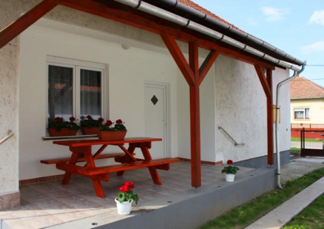 Lilien vendégház, Abádszalók