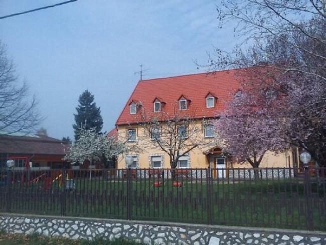Fenyő Panzió, Apartmanházak és Pizzakert, Mezőkövesd (Zsóryfürdő)