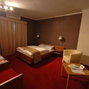 200418_hotel_szoba2.jpg
